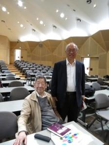 倉西正武名誉教授(コロンビア大学)と シン・トウン ヤウ教授(ハーバード大学)
